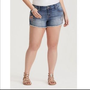 Torrid Floral Embroidered Cut Off Jean Shorts 18